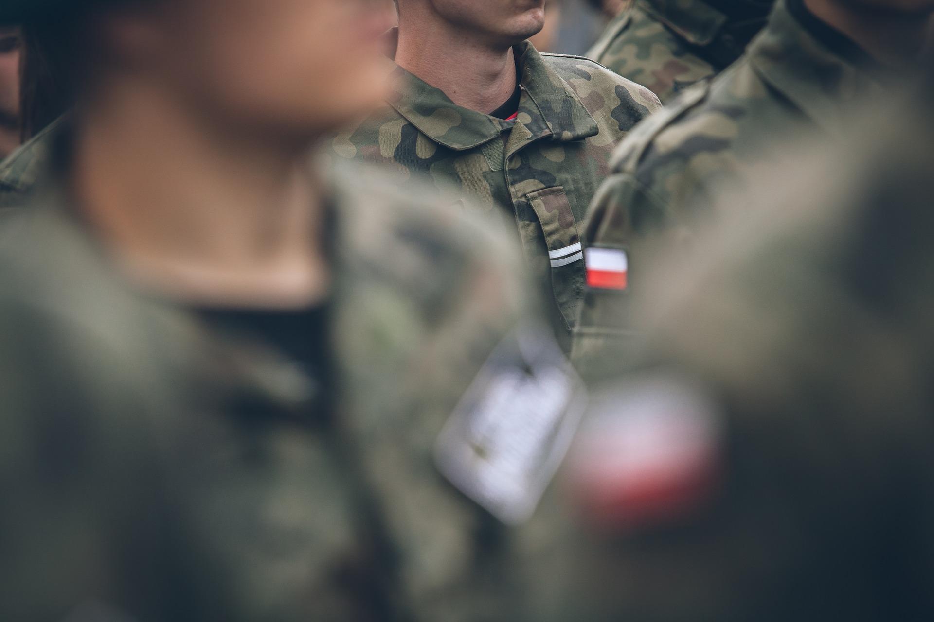 rozwiązanie umowy o pracę z żoną żołnierza