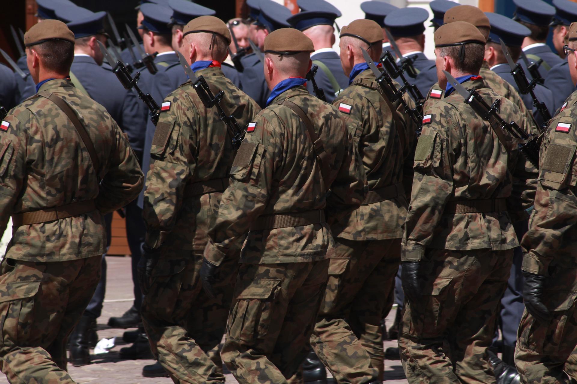 Emerytura wojskowa obok emerytury cywilnej